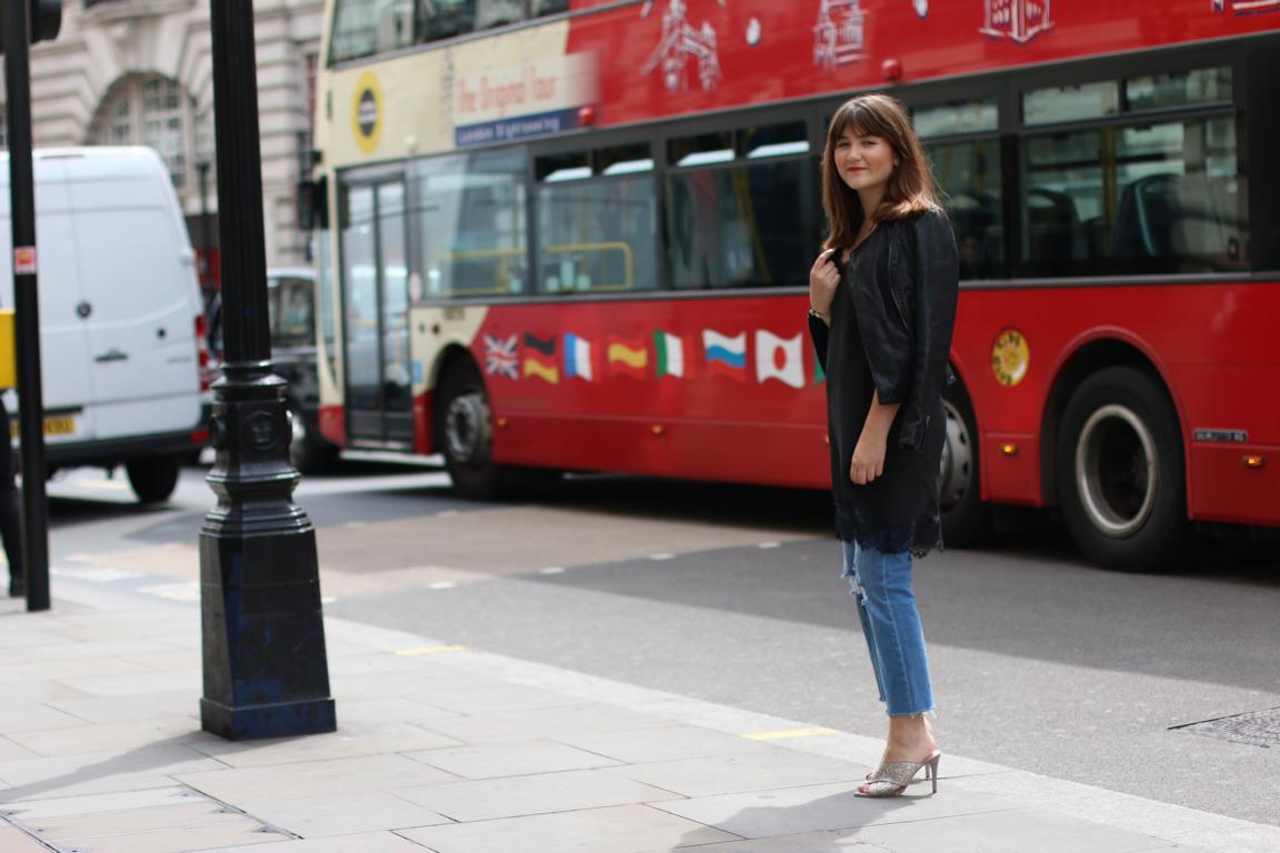 LondonStreetstyle-CroppedFlare-GlitterSandals